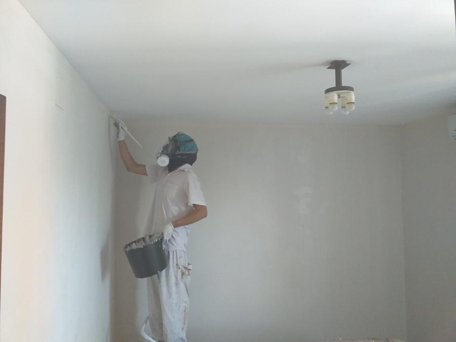 Pintores económicos en Madrid, pintamos pisos desde 300 euros en temple blanco.